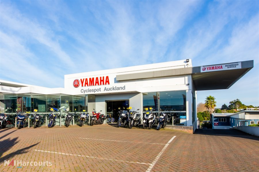 Takapuna Retail Showroom and Warehouse – Barrys Point Rd